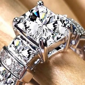 Wedding / Engagement / Promise Ring 18K White CZ